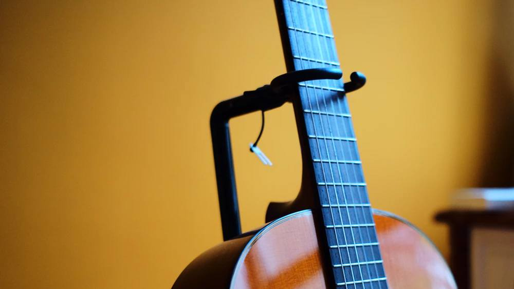 Best guitar stand article featured image.